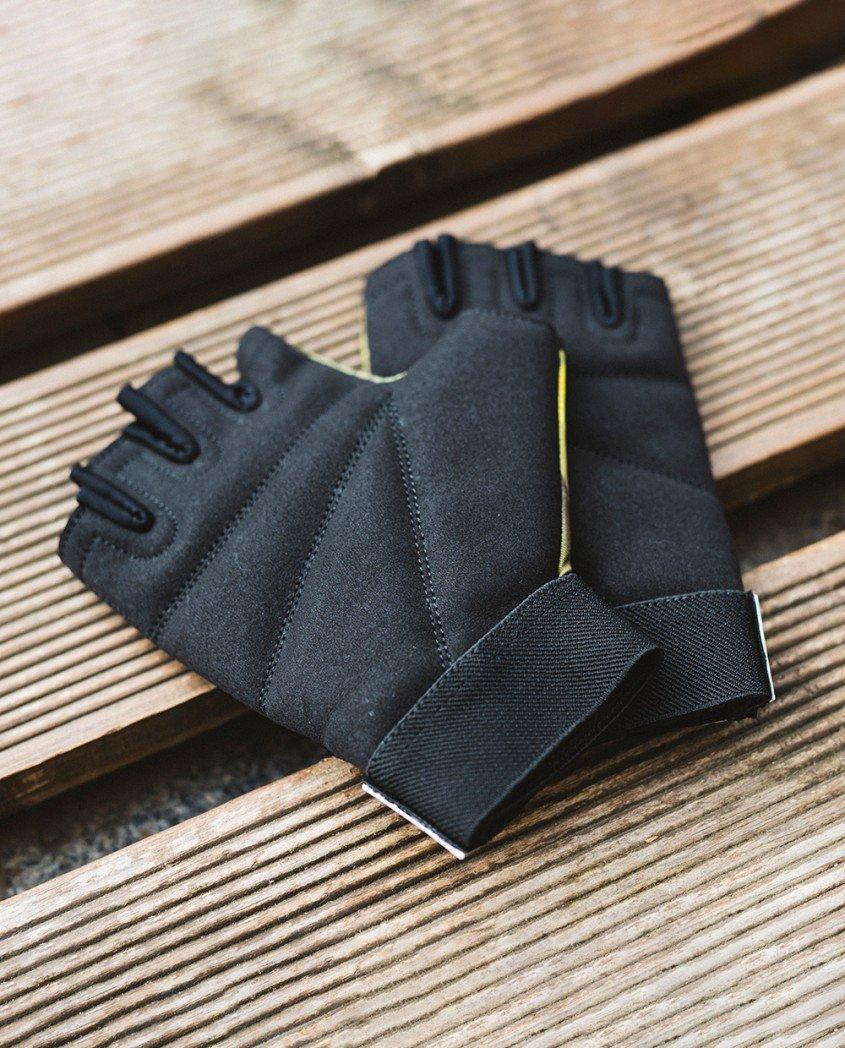 Black&yellow gloves